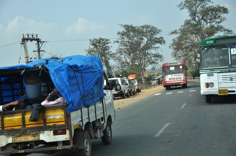 Vehicles on the way to Medaram Jathara