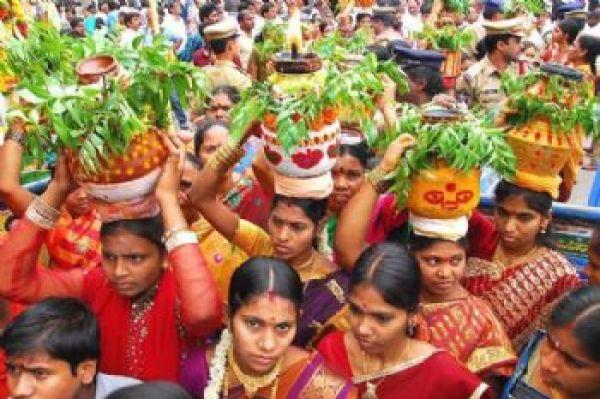 Bonalu Festival at Ujjaini Mahankali Temple - Image Source: www.wikinewforum.com