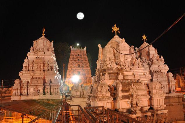 Night View of Sri Rajarajeshwara Swamy Temple Vemulawada Image